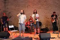 Na Statku U Jelínků zahrály dvě spřízněné kapely.