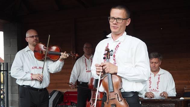 Cimbálová muzika Žandár hrála v Opolanech.