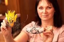 Korunky pro Miss vznikají v ateliéru šperkařky Jitky Slavíkové.
