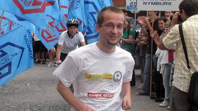 Před nymburskou radnicí odstartoval štafetový běh do Švédska.