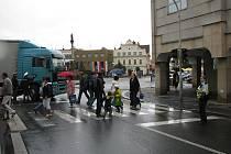 Nehoda na nymburském náměstí zkomplikovala provoz.