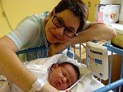 NA STÁZINKU SE TĚŠÍ I BRÁŠKA. Anastázie Solčianská se narodila 6. listopadu 2017  ve 12.28 hodin s mírami 50 cm a 4 230 g. Holčička byla překvapení. Rodiče Helena a Radek si ji odvezli domů do Zdětína u Benátek nad Jizerou za bráškou Čestmírkem.