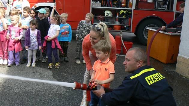 Den otevřených dveří na hasičské stanici v Nymburce
