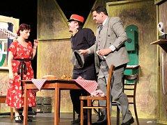 Herci nymburského Hálkova souboru mají za sebou premiéru komedie Přednosta stanice na motivy známého filmu s Vlastou Burianem.