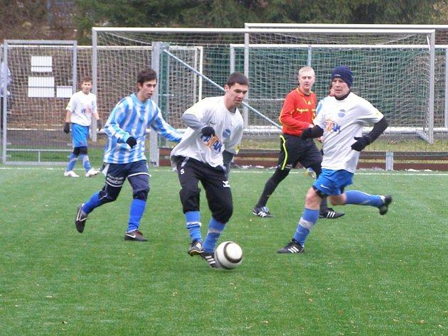 Z přípravného fotbalového utkání Litol - Libice (4:3)