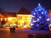 Vánoční strom v Nymburce. Ilustrační foto.