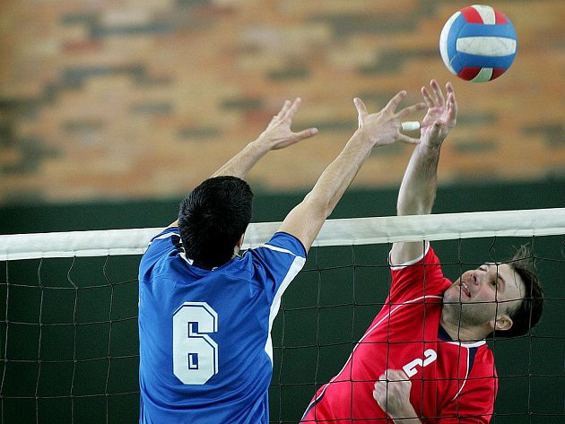Z volejbalového střetnutí krajského přeboru Nymburk - Mělník (3:1 a 3:0)