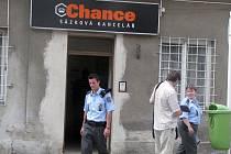 Sázková kancelář Chance byla v sobotu kolem jedné hodiny přepadena.