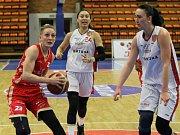 VÝHRA O ČTYŘI BODY znamená pro nymburské basketbalistky mečbol. Doma vyhrály nad Slavií Praha 73:69 a dělí je jedna výhra od postupu.