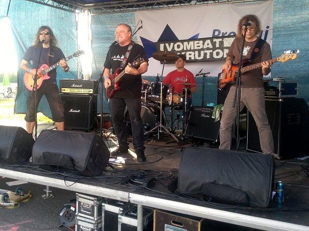Na letišti nedaleko Poděbrad se konal nultý ročník hudebního festivalu.
