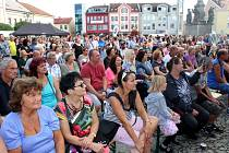 Místní i návštěvníci si užili řadu atrakcí i několika scén, včetně té hudební na náměstí.