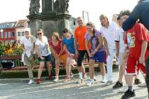 Dlouhý běh odstartoval Vladimír Dlouhý v Nymburce s dětmi z poděbradské Léčebny Dr. Filipa.