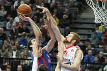 Z basketbalového utkání VTB ligy Nymburk - CSKA Moskva (63:76)