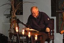 Starosta Poděbrad Ladislav Langr se v loňském roce také zúčastnil akce 24 hodin čtení.