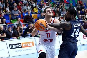 Z basketbalového utkání Ligy mistrů Nymburk - Bamberg (91:71).