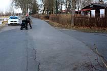 Opravovaný úsek cyklostezky začíná u Vesláku.