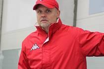 PETR FIALA, předseda poděbradského hokejového klubu, sleduje mužstvo ze střídačky. A zatím může být hodně spokojený. Tým šlape, vyhrál už tři zápasy