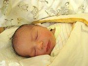 MATĚJ Bareš se narodil ve čtvrtek 30. listopadu 2017 v 8.01 hodin s mírami 49 cm a 3 400 g. Na kluka se těšili rodiče Martin a Denisa i bráška Daniel (4,5) z Nymburka.