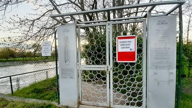 Ostrov na jaře 2021. Pro veřejnost uzavřen.