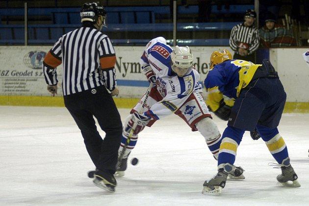 Druholigoví hokejisté Nymburka sehráli další utkání nadstavbové části soutěže na ledě Slaného