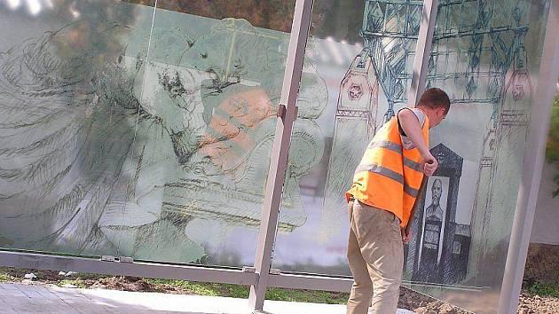 Nové autobusové zastávky v Poděbradech poučí o historii místa.