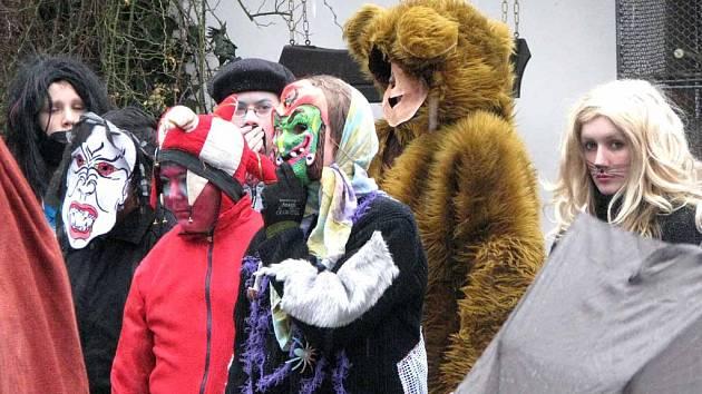 Děti ze speciální školy a dětského domova vyrazily na masopustní průvod Nymburkem