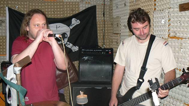 Kapela Práva pupku na zkoušce před křtem CD
