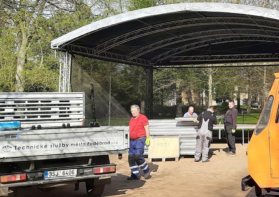 Pódium v lázeňském parku snad během sezóny přivítá řadu umělců.