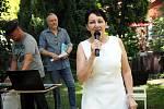 Na slavnost, která se konala v sobotu 27. června na zahradě ateliéru, dorazilo mnoho zájemců z blízkého okolí i ze vzdálených míst. Zazpíval i Václav Neckář.