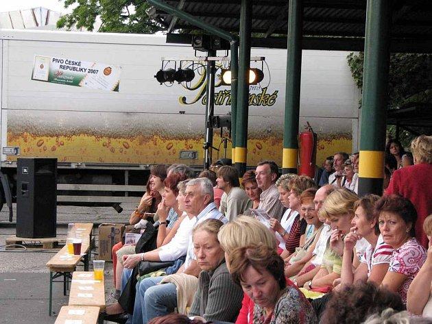 Neobvyklé zpracování Hrabalových Postřižin měli možnost zhlédnout diváci v nymburském pivovaru v pátek a v sobotu.