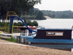 Areál poděbradského Jezera je na léto připraven s novým sociálním zázemím, občerstvením a atrakcemi.