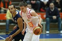 Z basketbalového okresního derby Mattoni NBL mezi Nymburkem a Poděbrady (94:66)