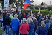 Demonstrace proti současné vládě se uskutečnila i v Sadské a Pečkách.