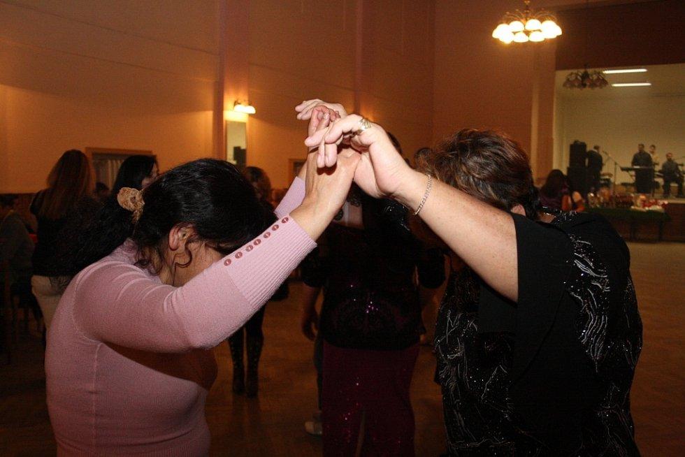 Romský ples v Nymburce.