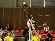 Z druhého semifinálového utkání NBL Nymburk - Opava (177:51)