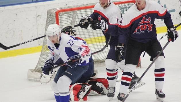 Z hokejového utkání Krajské ligy Kolín B - Poděbrady (5:4)