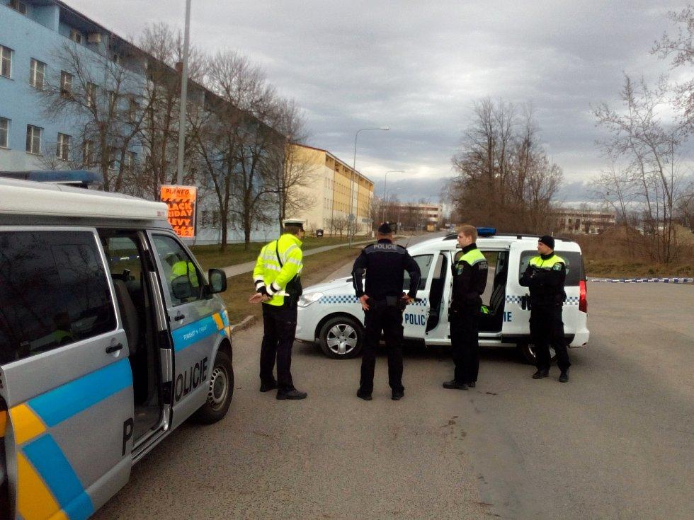 Při výkopových pracích v ulici Topolová v těsné blízkosti Parku Mirakulum byla v pondělí nalezena letecká puma.