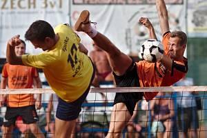 JDOU DO PLAY OFF. Extraligoví nohejbalisté Spartaku Čelákovice zvládli utkání se Šacungem a jsou ve vyřazovacích bojích