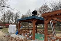 Nové prvky mají děti na zahradě Základní školy Letců R.A.F. v Nymburce.