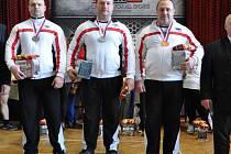 ÚSPĚŠNÍ ZÁVODNÍCI Sokola Nymburk, kteří na MČR v benčpresu v Klatovech startovali v kategorii do 120 kg.   Zleva: Pavol Demčák, Zbyněk Krejča a Jiří Krčmář