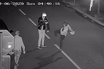 Záznamy kamer z útoku dvou mladíků v Tyršově ulici.