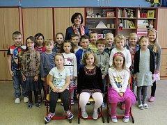 Žáci 1. B ze ZŠ Sadská. Třídní učitelka Šárka Hubáčková.