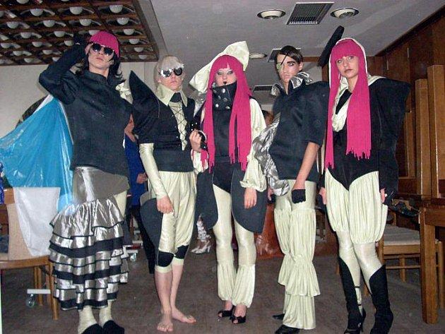 Kolekce Za všechno může Gaga lyských návrhářů získala v Prostějově 2. místo