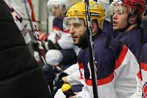 Hokejisté Poděbrad (na snímku) si v krajské lize vyšláply na Rakovník, který neztratil v předešlých devíti zápasech ani bod.