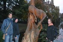U sochy Koně Petr Pištěk, Michal Jára a Tomáš Říha