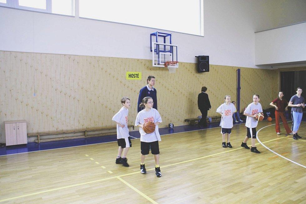 Basketbalisté Karmy navštívili Základní školu v Sadské.