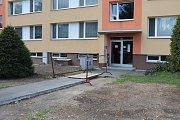 Na mnoha místech už je zasypáno. Někde se ovšem bude ještě asfaltovat a betonovat.