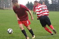 DAL HATTRICK. Mladý fotbalista poděbradské Bohemie Ondřej Martínek (vlevo) dal v zápase se Zásmuky tři branky. Pomohl tak svému týmu k vysoké výhře šest nula