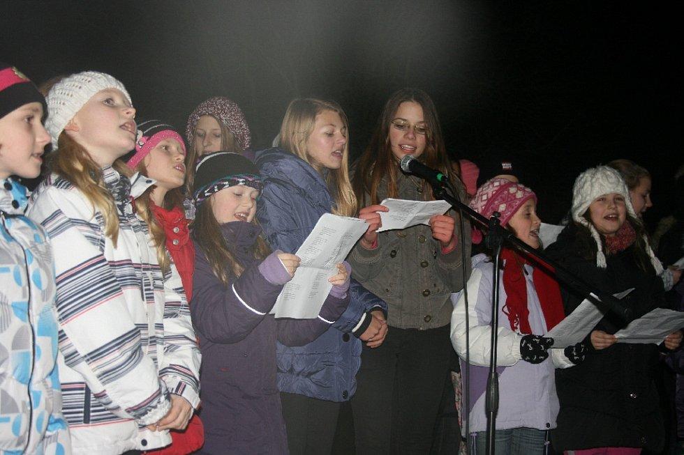 Koledy se zpívaly také v milovickém Mirakulu.