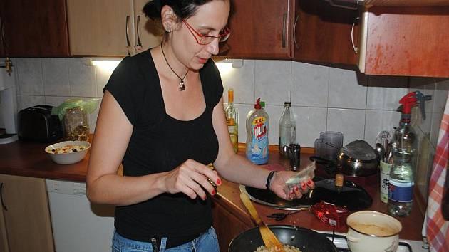 Markéta Tomčíková z Nymburka vařila rizoto s houbami a připravila zeleninový salát